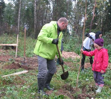 На озере Черном приглашают посадить деревья всех желающих