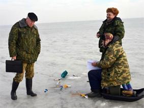 Оперативные группы Псковского района «посетили» рыбаков на льду Теплого и Псковского озер