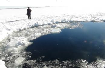 На Камчатке осуществляются поиски снегоходчика, который провалился под лед