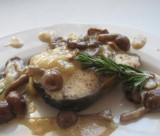 Запеченный пеленгас с грибным соусом
