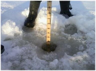 В ледяном покрове Петрозаводской губы озера Онежского была обнаружена трещина