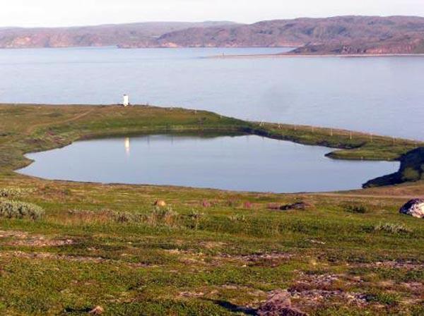 Члены экспедиции «Полюс Холода» осуществляют поиски расщелины в озере Лабынкыр
